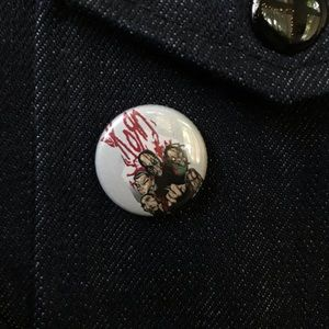 🖤FREE with purchase: Korn Button Pin